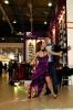 Танцоры на выставочном стенде
