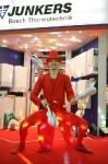 Жонглер в красном