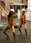 Танцовщицы на выставке