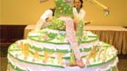 Живой торт, девушка на торте
